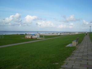 Blick über den Strand von Neuharlingersiel
