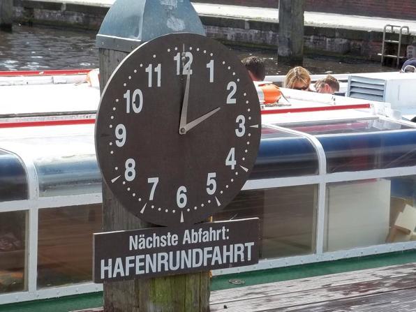 Hier straten die Hafenrundfahrten in Emden