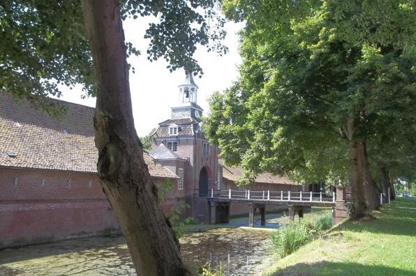 Blick auf das Wasserschloss in Lütetsburg
