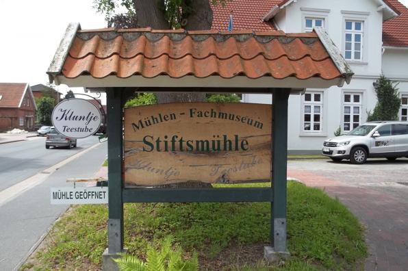 Hinweisschild des Mühlenfachmuseums in Aurich