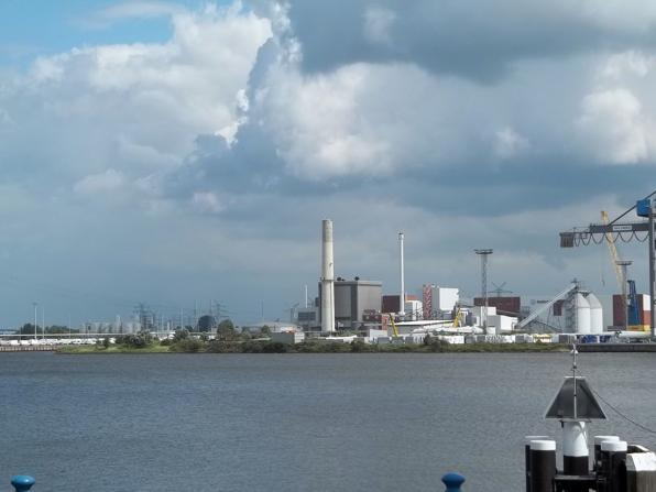 Der -Neue Binnenhafen- in Emden